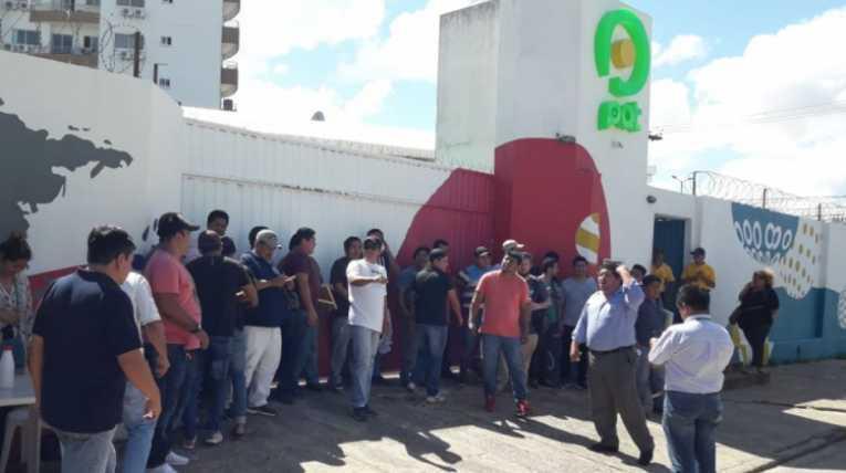 Trabajadores de PAT piden pago de sueldos y denuncian a exdirectivo de ATB