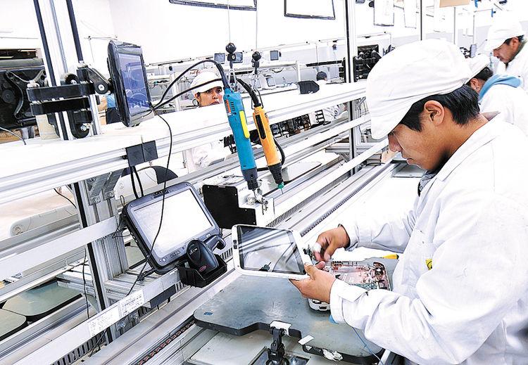 Ministro Rojo confirma situación deficitaria de Quipus y detectan 11.200 celulares de mala calidad