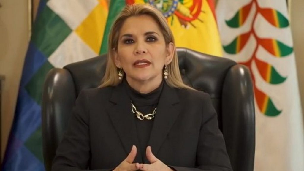 Gobierno cierra tres ministerios y dos embajadas para ahorrar plata y fortalecer lucha contra el coronavirus