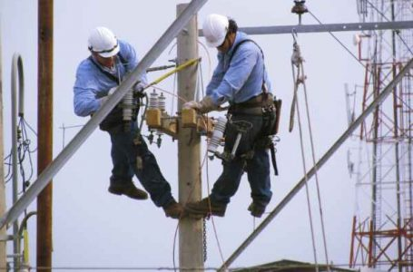 Piden informe a ministros de Energía y Medio Ambiente por facturas elevadas de agua y luz durante la pandemia