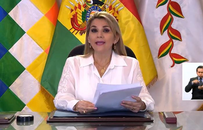 Presidente da luz verde a comicios el 6 de septiembre y pide a Evo, Arce y Mesa asumir responsabilidad; Camacho califica de cobarde a Añez