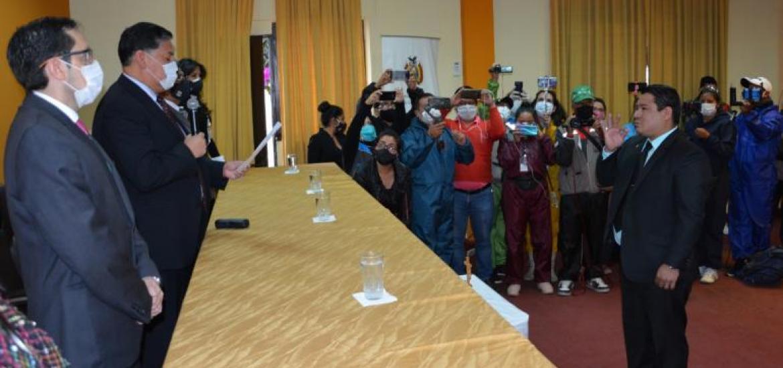 Róger Mariaca asume la Fiscalía Departamental de Santa Cruz