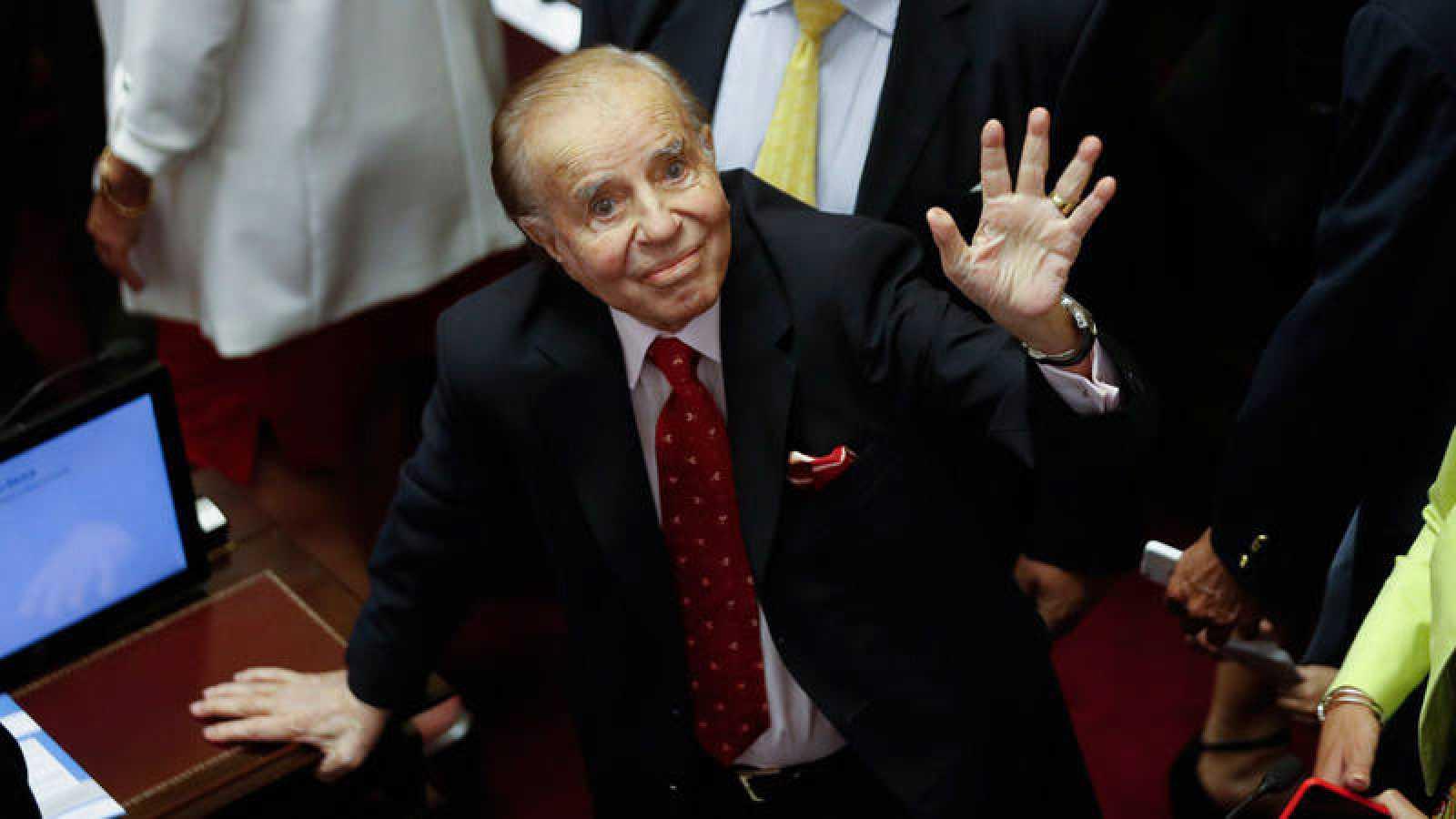 Expresidente argentino Menem de alta tras neumonía