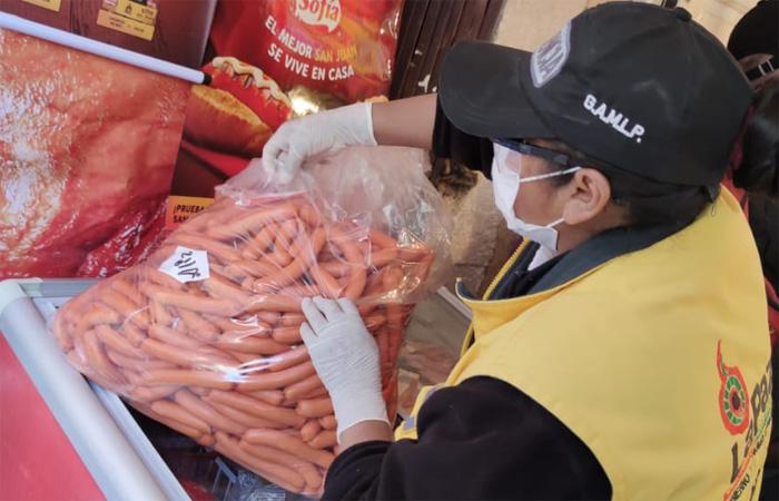 Decomisan 362 kg de salchichas en control al comercio de alimentos