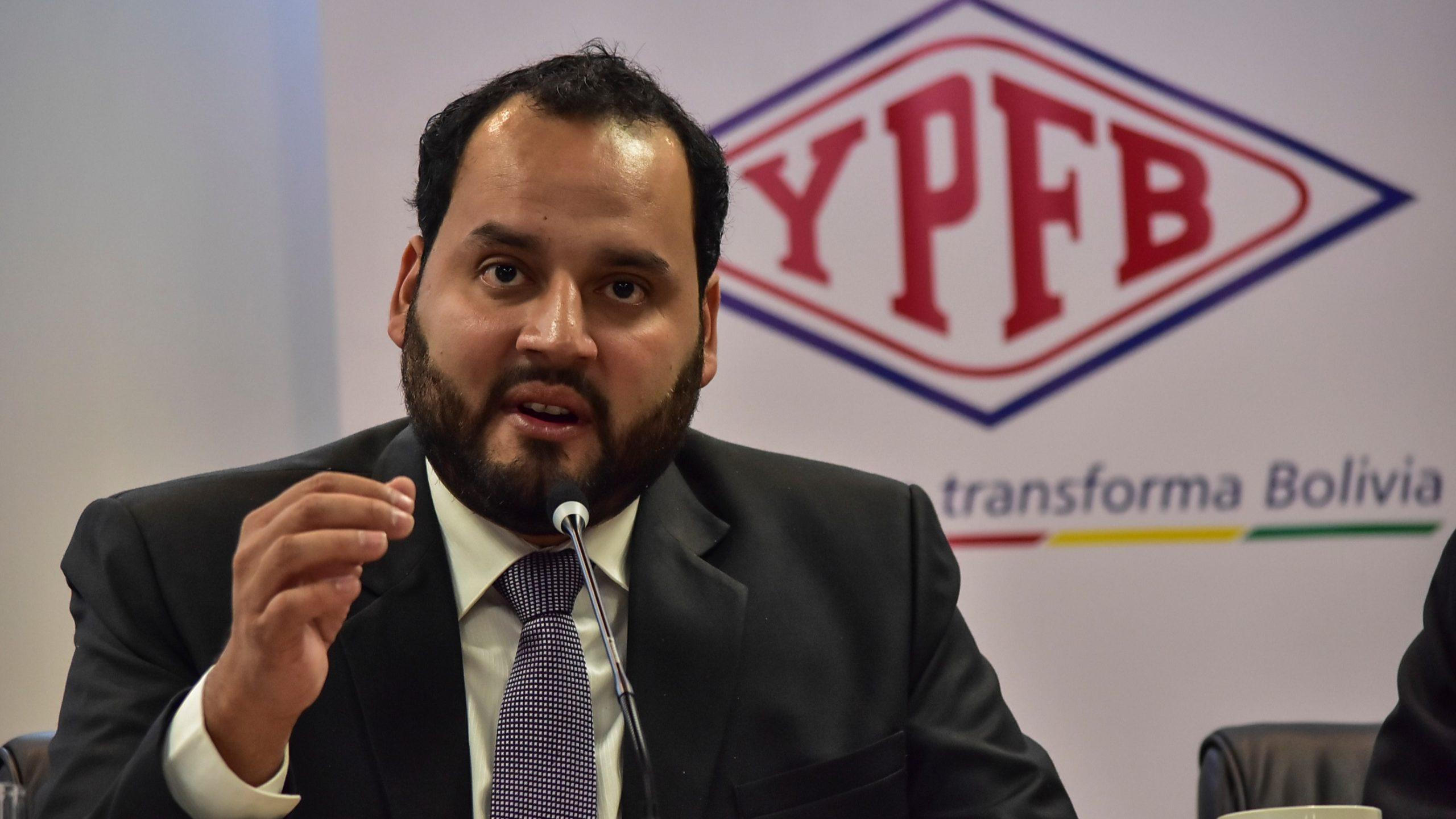 Activan alerta migratoria contra expresidente de YPFB
