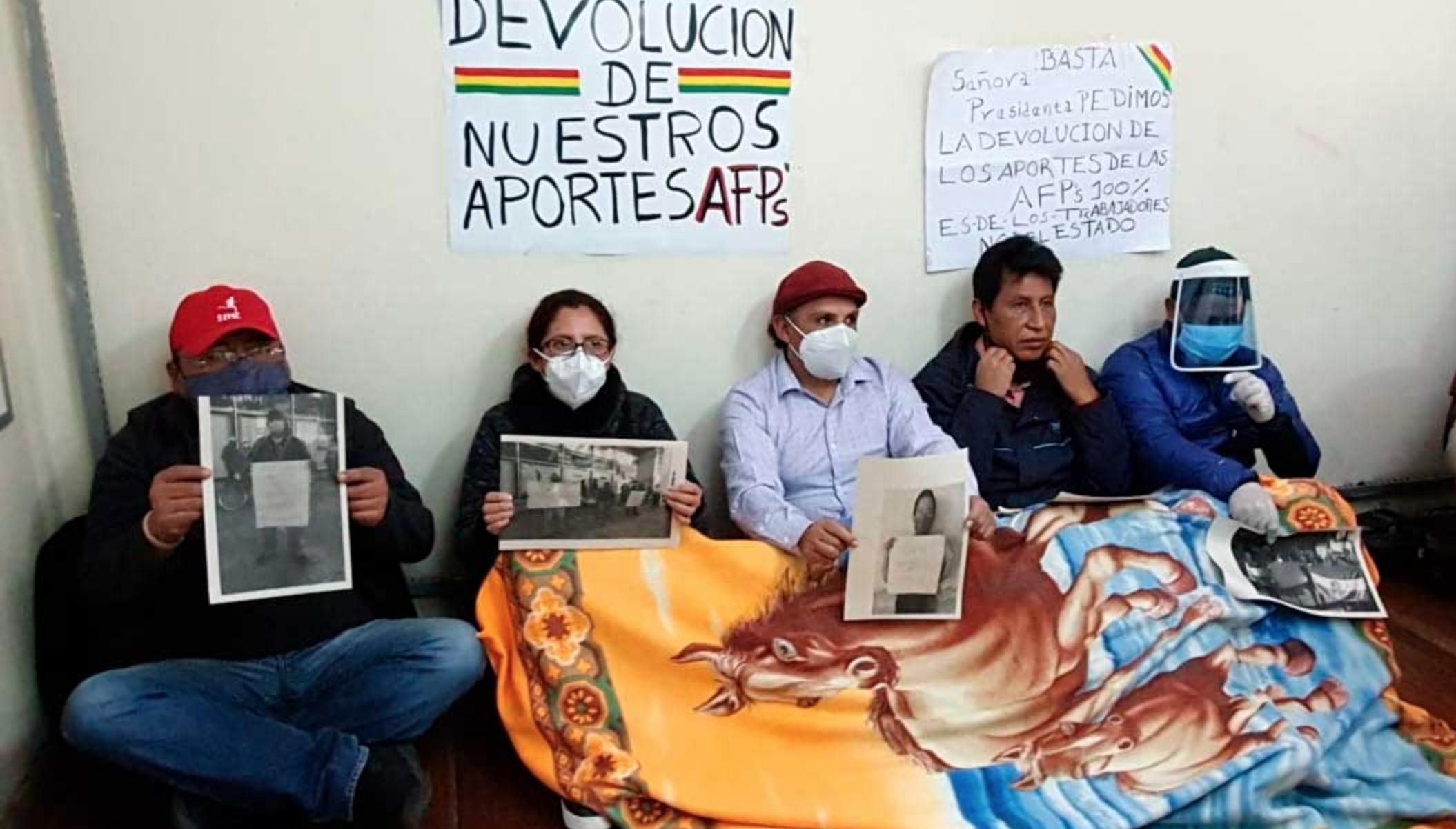 Aportantes a las AFP inician bloqueos exigiendo devolución de pensiones