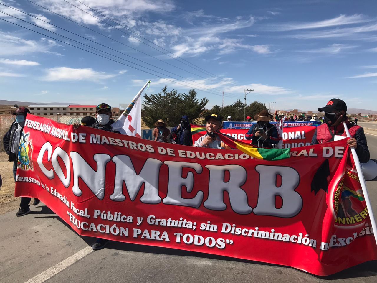Maestros marchan rumbo a La Paz, Cárdenas invita al dialogar
