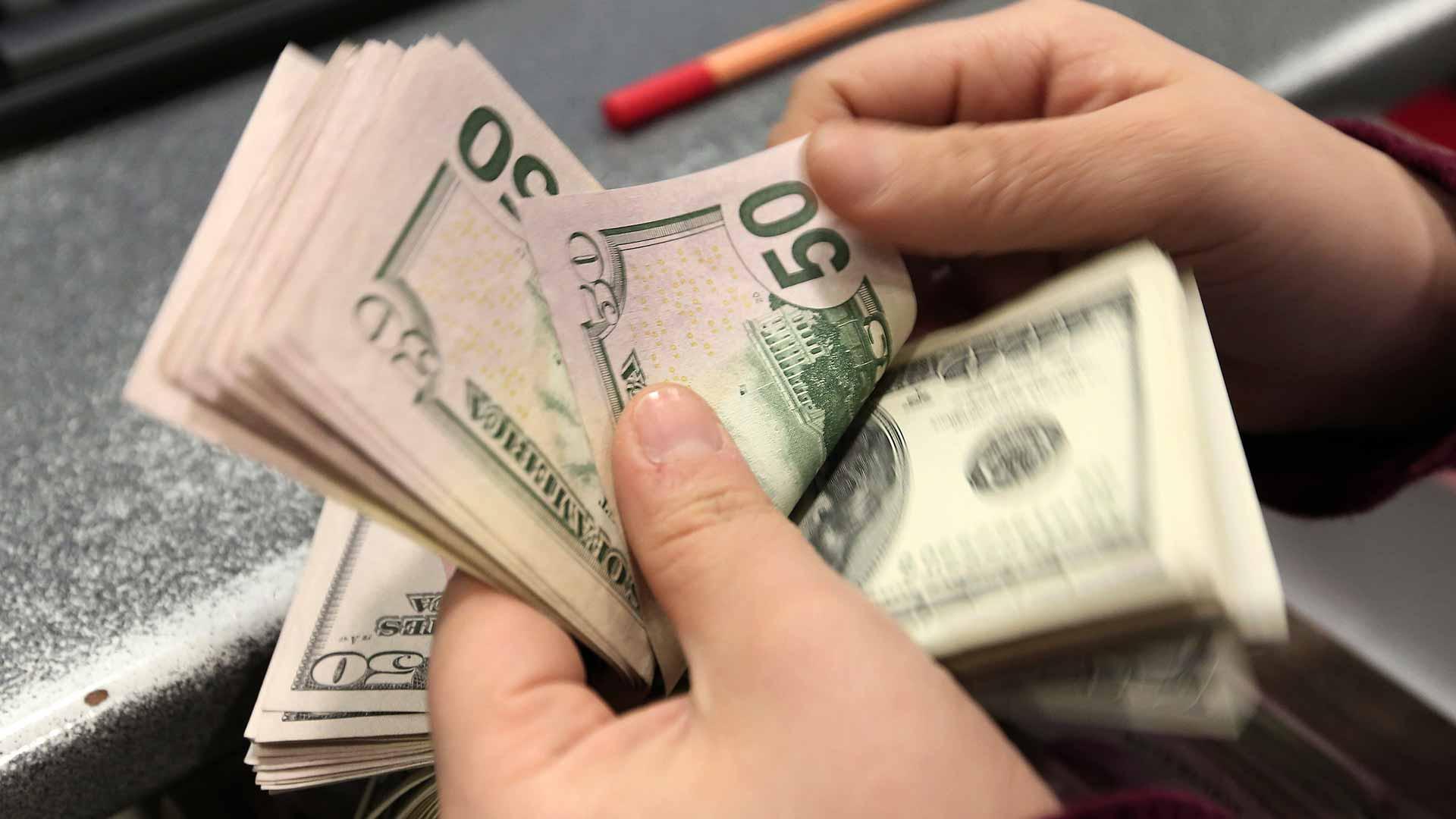 Anuncian puesta en marcha de crédito de Bs 120 millones para reactivar economía de microempresarios
