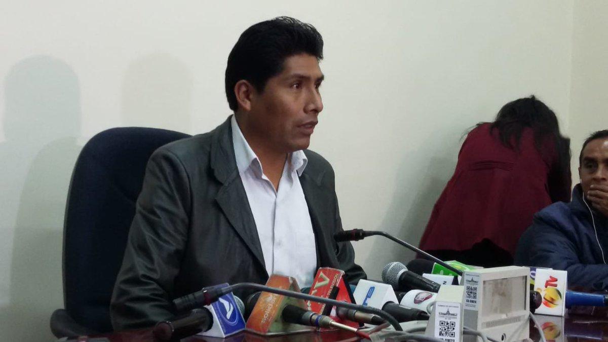 Flores pide retirar proyecto de ley del libre ejercicio de la profesión médica