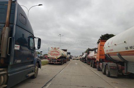 Transportistas se declaran en emergencia por escasez de diésel y carreteras en mal estado