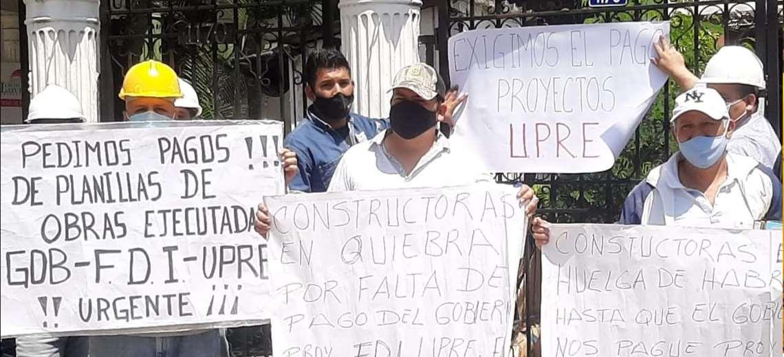 Constructoras toman Amdecruz y exigen pago por obras ejecutadas hace un año