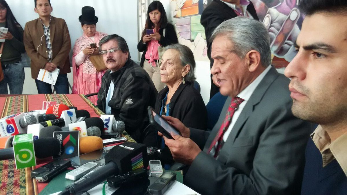Exdefensores dicen que partidos contrarios al MAS están obligados a unirse y dejar mezquindad
