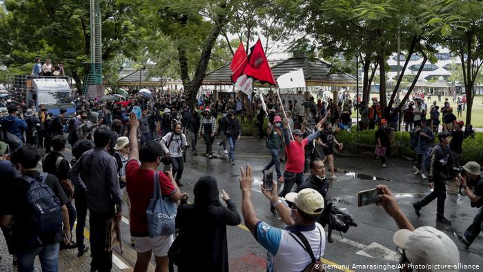 Tailandia decreta estado de emergencia y disuelve protesta antigobierno