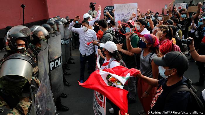Perú: manifestaciones y cacerolazos contra Manuel Merino
