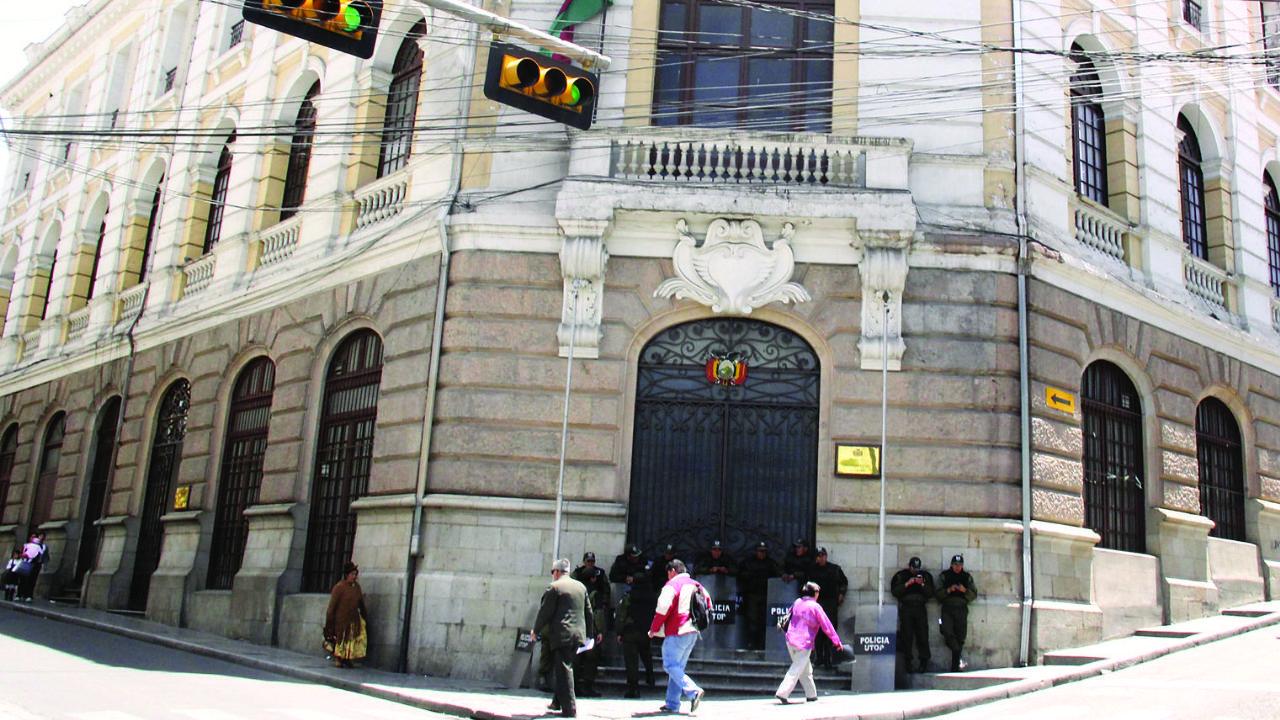 Afirman que Cancillería cesó a todos los cargos jerárquicos de embajadas