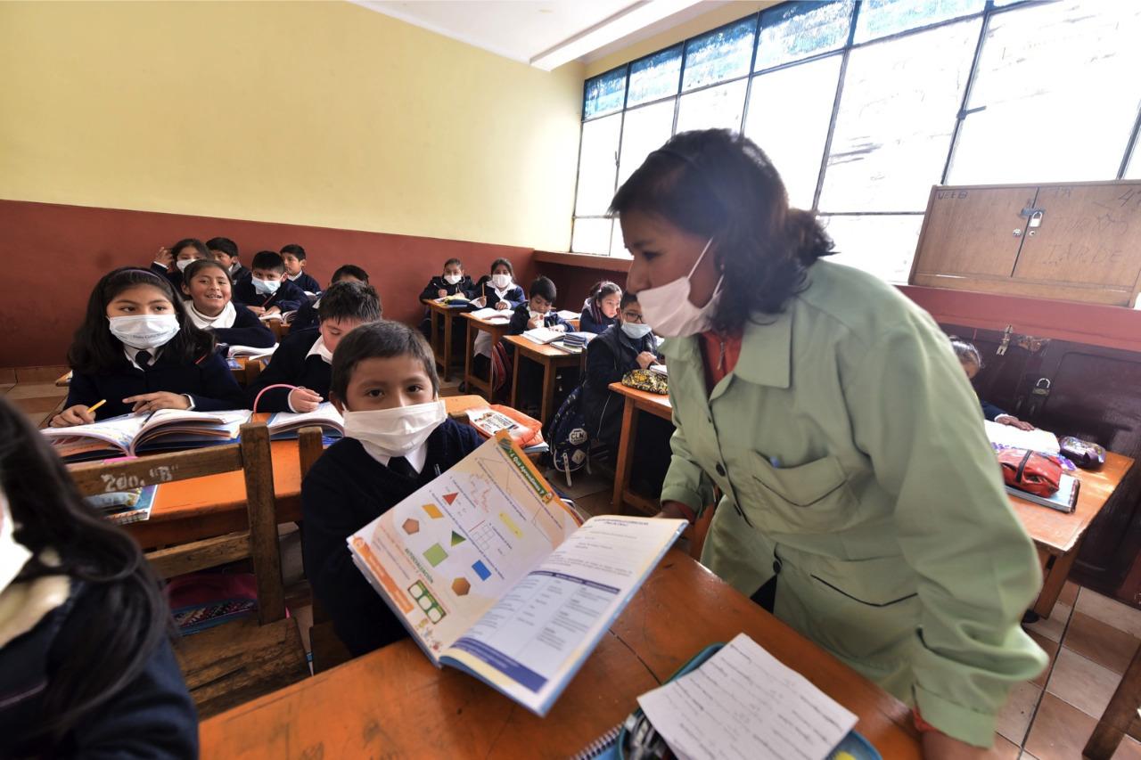 Ministerio de Educación exigirá certificados de vacunación a maestros que acudan a clases presenciales y semipresenciales