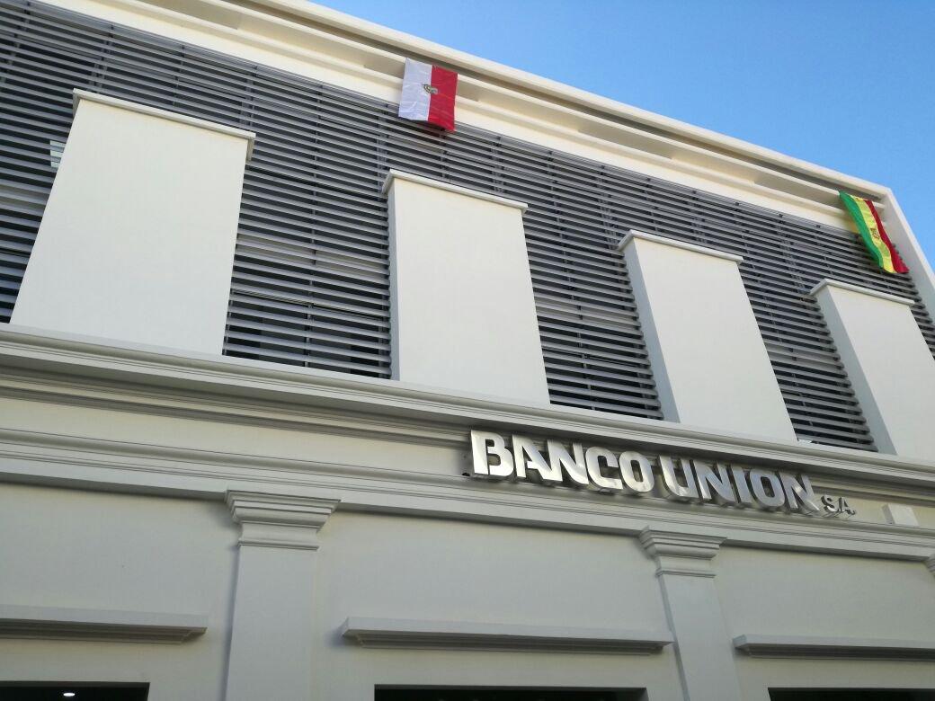 Gobierno instruye «capitalizar » 100% de utilidades de la banca