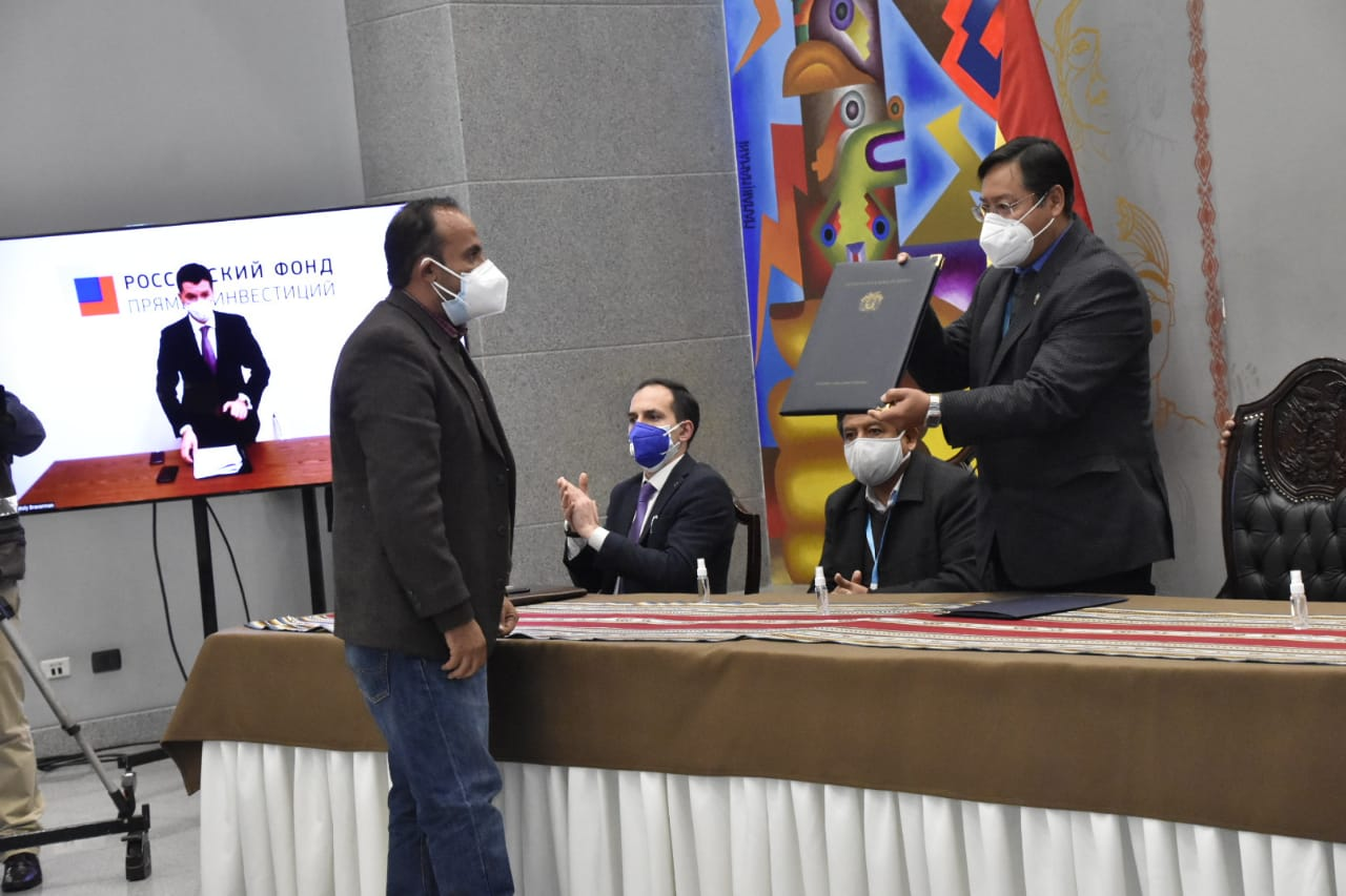 Gobierno suscribe acuerdo para acceder a la vacuna Sputnik-V