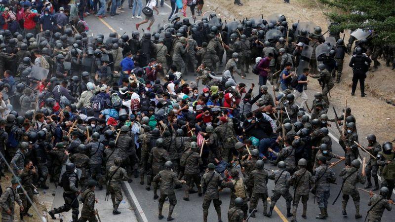 """Caravana de migrantes: """"Es deplorable el brutal uso de la fuerza por parte del ejército de Guatemala en contra de personas migrantes"""", dice el procurador de DD.HH. del país"""