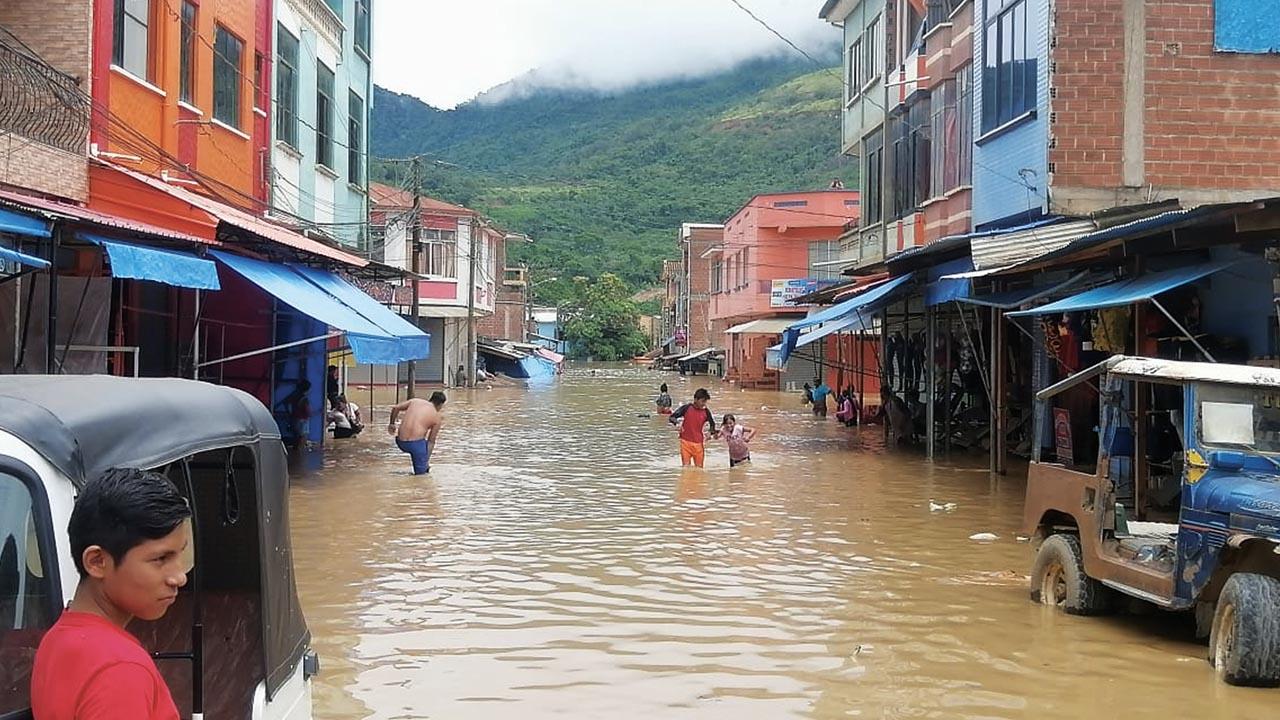 Al menos 9 ríos se desbordan y dejan 13 mil damnificados en todo el país