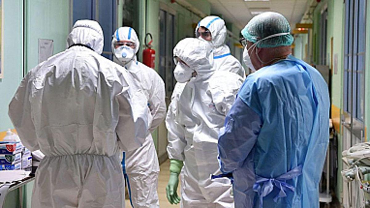 Colegio Médico pide una cuarentena de unos 14 días y que el Gobierno libere la importación de vacunas