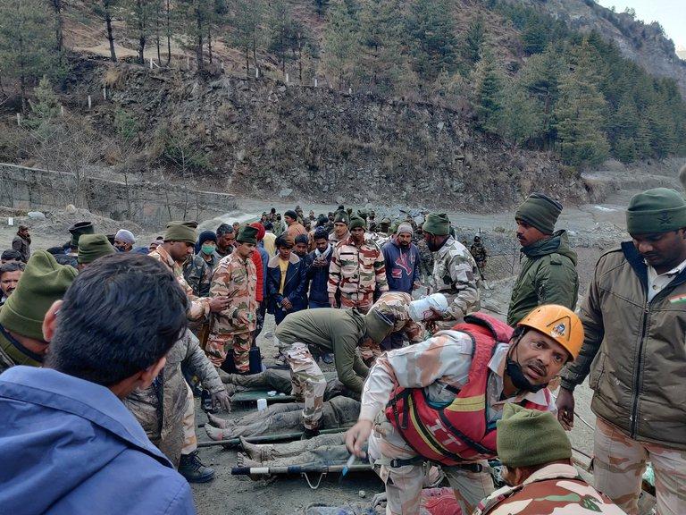 Tragedia en la India: continúan la búsqueda de unos 150 desaparecidos tras la ruptura de un glaciar