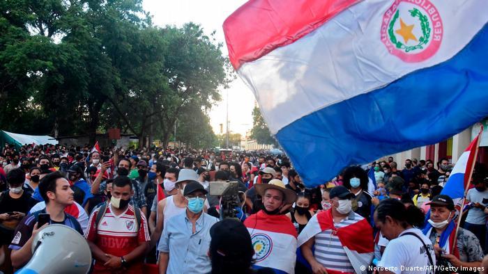 Paraguay: Policía dispersa con gases protesta contra Mario Abdo Benítez