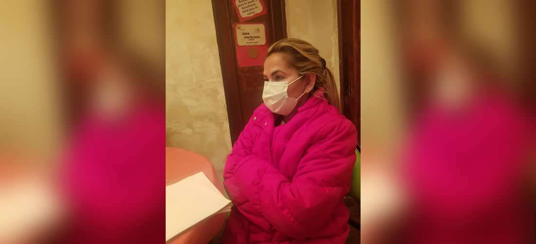 Régimen Penitenciario asegura que Jeanine Áñez rehusó atención del médico del penal pero su familia lo desmiente