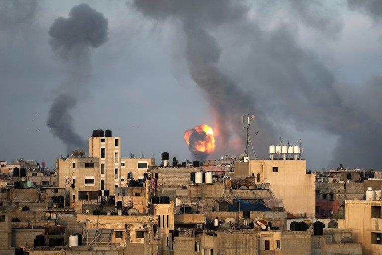 El ejército israelí atacó 130 blancos militares en Gaza y abatió a 15 terroristas de Hamas