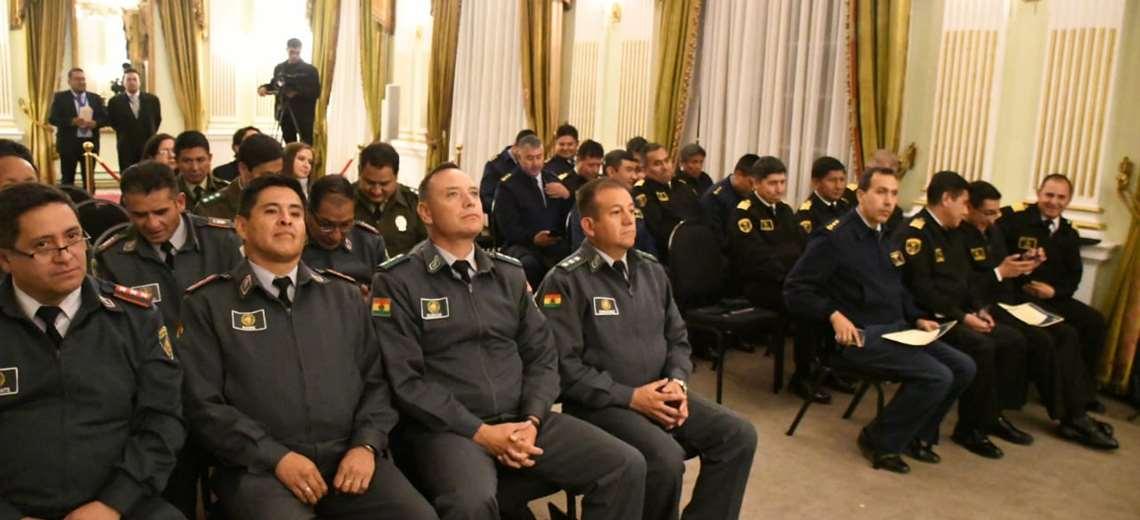 """Arce instruye el """"repliegue"""" del personal militar destinado en misión diplomática"""