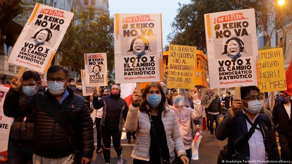 """Miles marchan en Lima al grito de """"Keiko no va"""""""