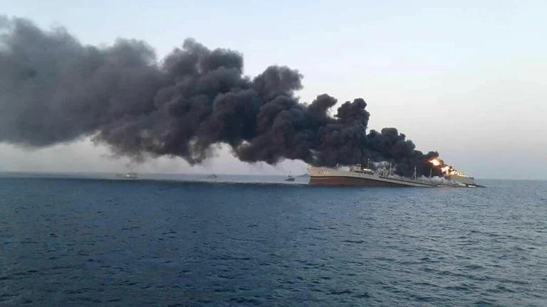 Se hundió el mayor barco de la Armada de Irán tras sufrir un incendio en el golfo de Omán
