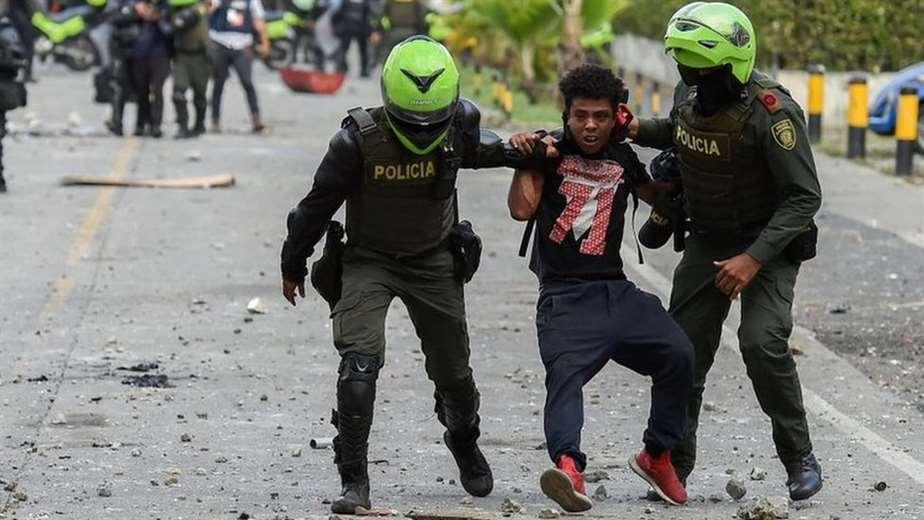 """Protestas en Colombia: HRW condena los """"gravísimos abusos"""" de la policía contra los manifestantes"""