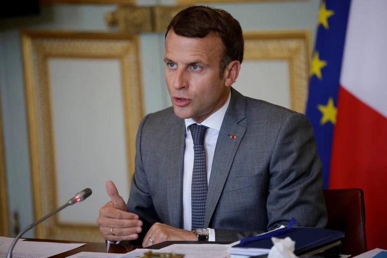 """Emmanuel Macron, sobre los franceses que no quieren vacunarse: """"Esta vez se quedan en casa ustedes, no nosotros"""""""