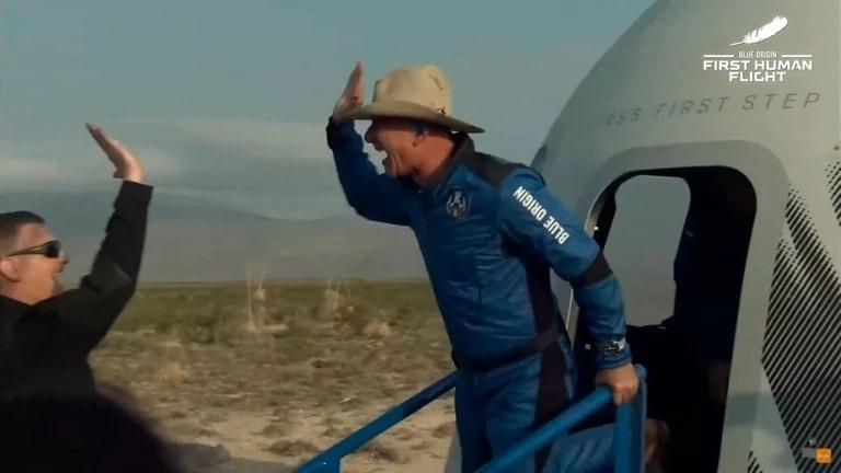 """Jeff Bezos, tras viajar al espacio: """"Quedé atónito por la belleza y fragilidad de la Tierra"""""""