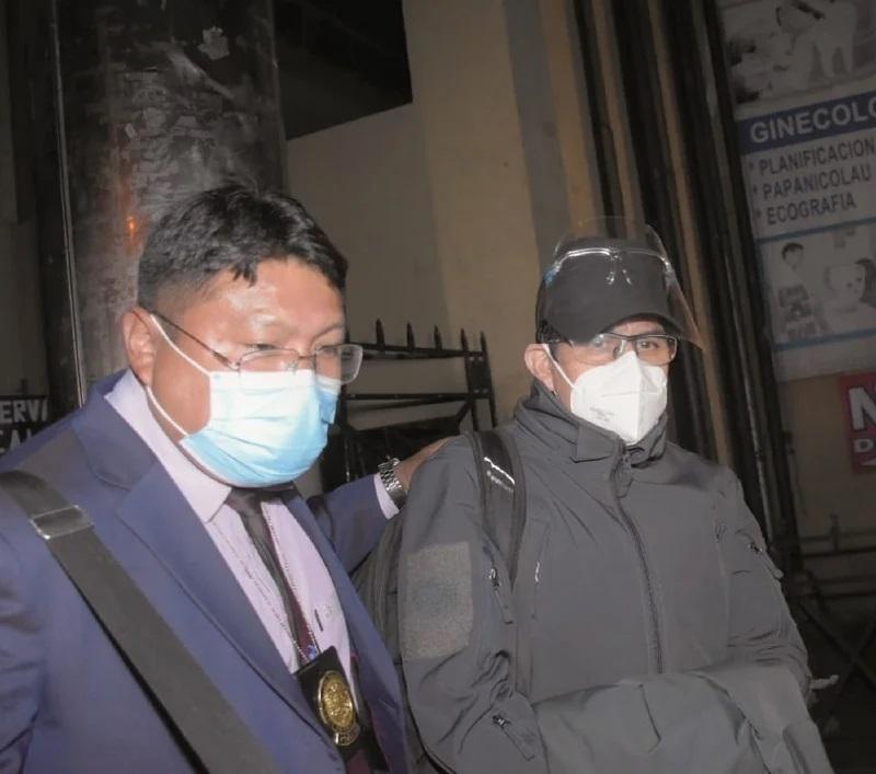 Luego de declarar por el caso Senkata, el general Iván Inchauste es conducido a celdas de la FELCC