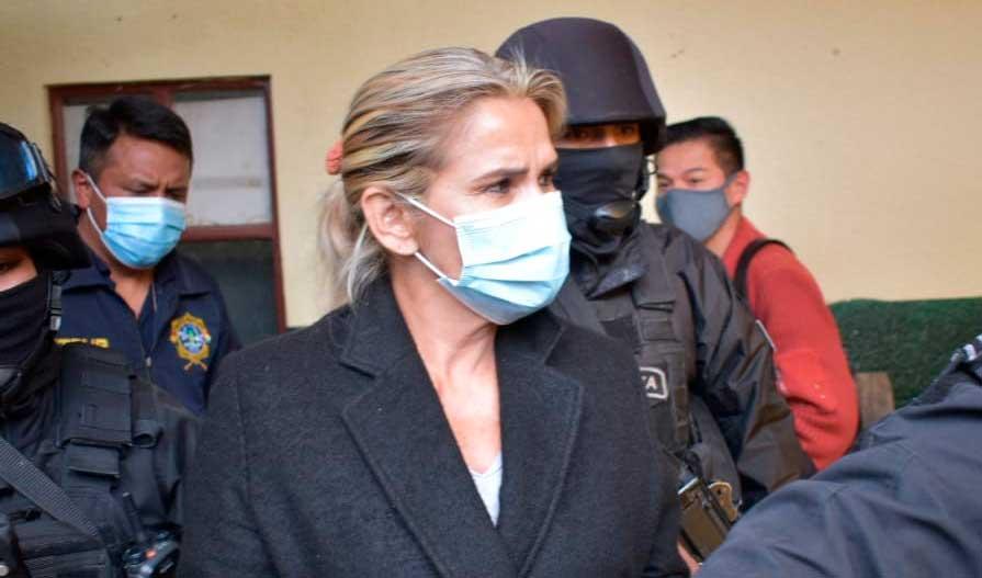 """Áñez pide no caer en provocaciones ante la """"polarización"""" que impulsa el Gobierno de Arce"""