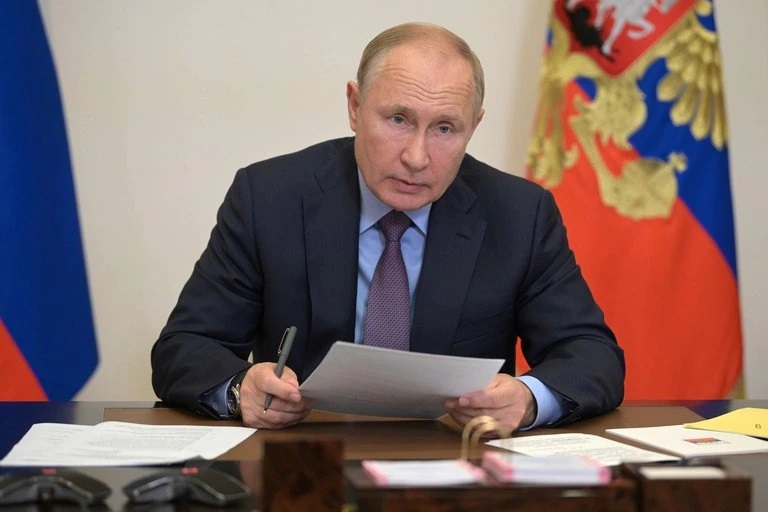 """Vladimir Putin está aislado, no reveló el resultado de su test de COVID-19 y dijo: """"Espero que la Sputnik V muestre su alto nivel de protección"""""""